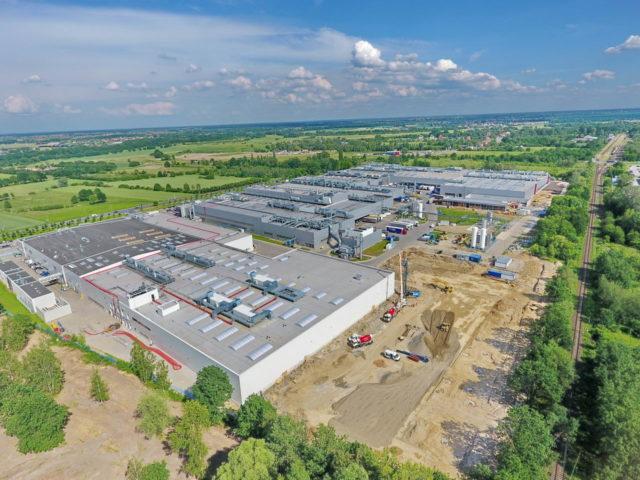 news_roboty-ziemne-rozbudowa-fabryki-wroclaw_01-640x480