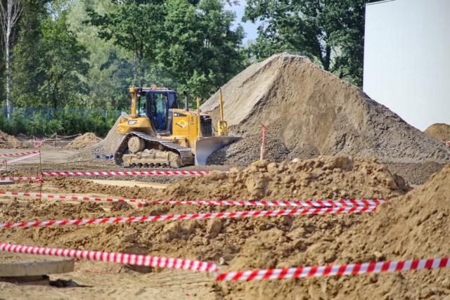 news_roboty-ziemne-rozbudowa-fabryki-wroclaw_05-640x427
