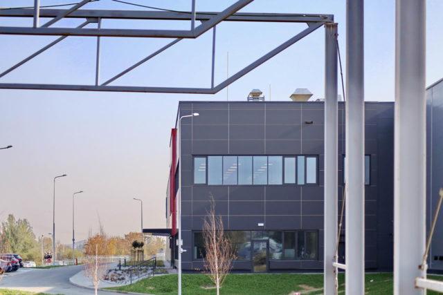 roboty-ziemne-fabryka-gates-legnica_33-640x427