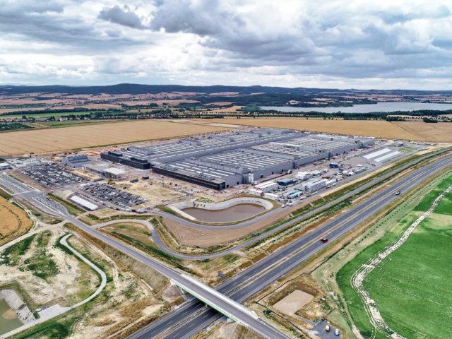 nawierzchnie-drogowe-roboty-ziemne-jawor-budowa-fabryki-mercedesa_05-640x480