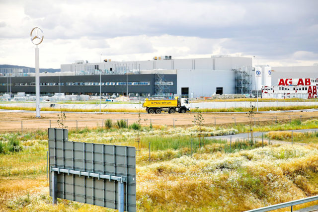 nawierzchnie-drogowe-roboty-ziemne-jawor-budowa-fabryki-mercedesa_20-640x427