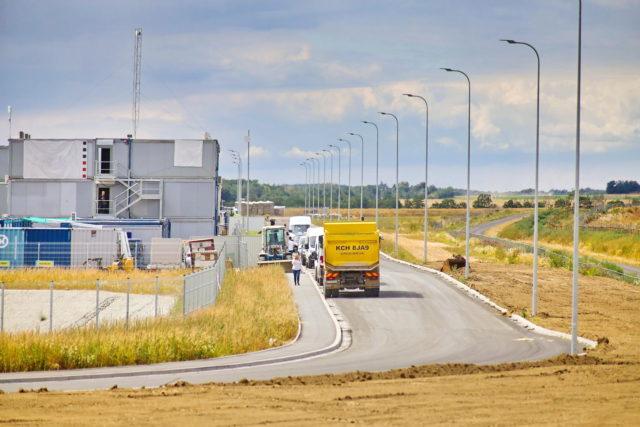 nawierzchnie-drogowe-roboty-ziemne-jawor-budowa-fabryki-mercedesa_22-640x427