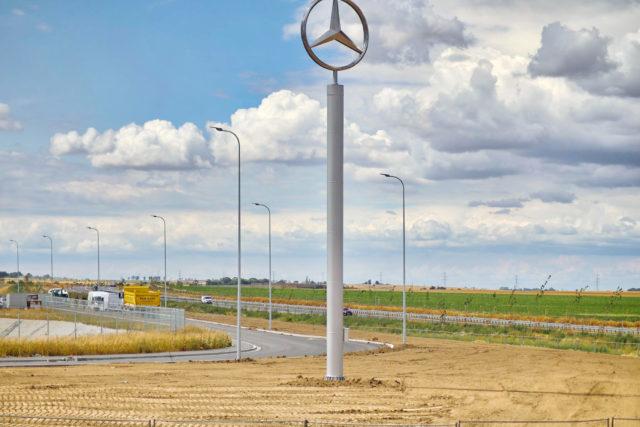 nawierzchnie-drogowe-roboty-ziemne-jawor-budowa-fabryki-mercedesa_23-640x427
